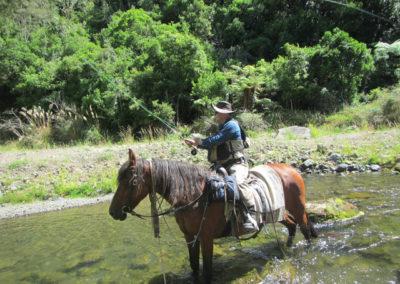 Kurokawa fishing from Horse